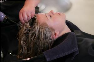 správné mytí vlasů